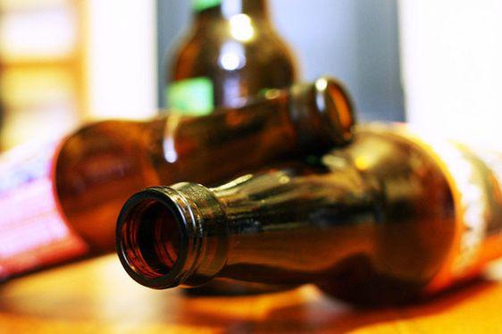 пустые бутылки спиртного